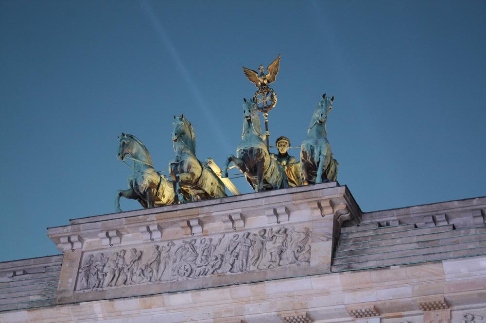 Brandenburger Tor Berlin - Billedet er taget ved Mauerfall den 9. november 2014 - Senere samme aften var der vildt lysshow på og ved Brandenburger Tor i forbindelse med en stor borgerfest, selvfølgelig i forbindelse med murens fald 25 år tidligere