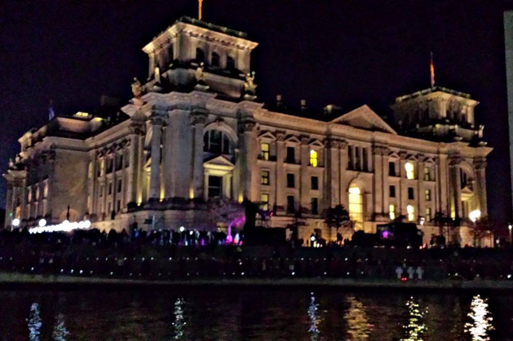 Berlins 12 distrikter - Mitte. Billedet er taget med mobilen aftenen for Mauerfall 2014, se lysmuren i forgrunden til venstre på billedet.
