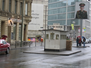Top 10 Berlin kids - Checkpoint Charlie