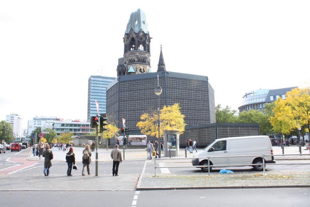 Berlins historie - En monument fra krigen ruinen finder man centralt i Vestlige Berlin