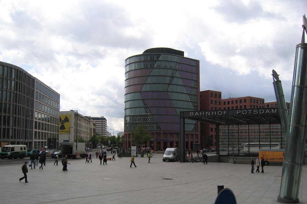 Potadamer Platz Berlin. forår 2006. Taget ved en af indgangene til S-Bahn/U-Bahn